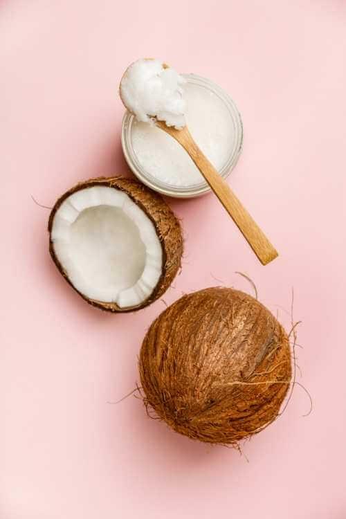 Crema de coco aplicada en masaje hawaiano.